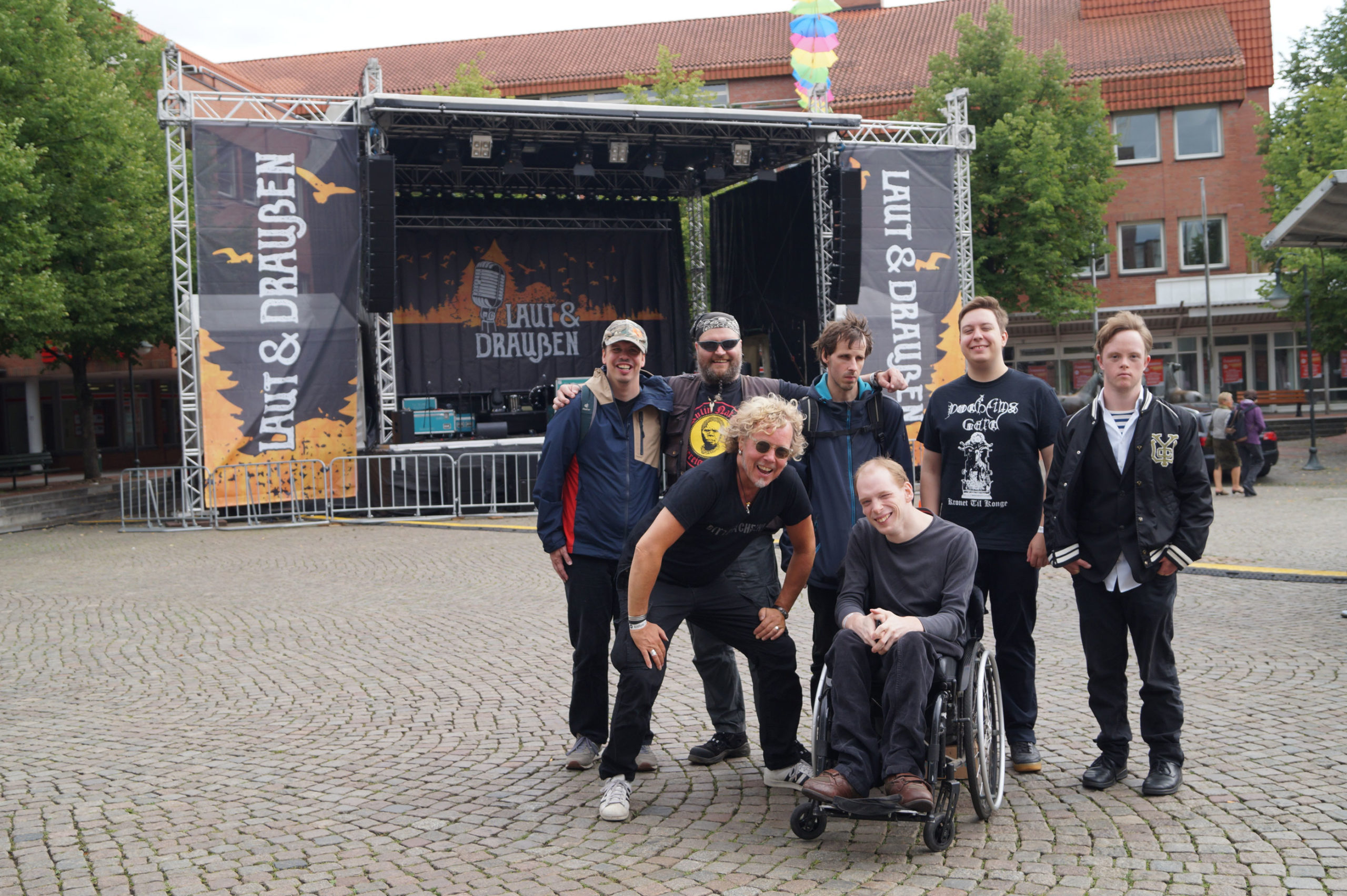 Bitte-Laecheln-Band